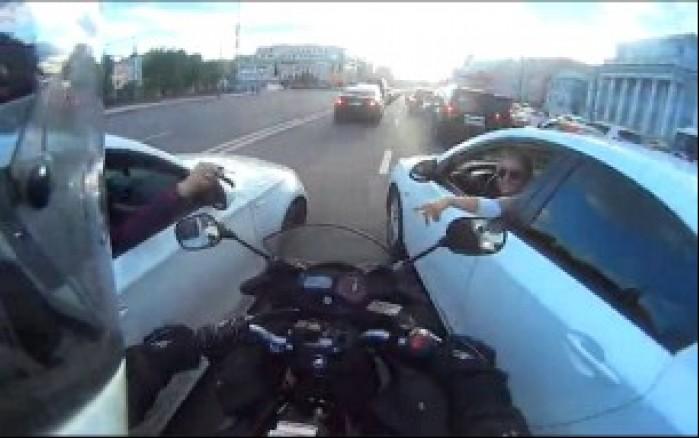 zajechaly droge motocykliscie