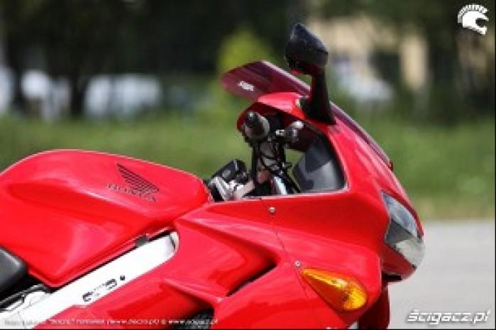 bok motocykla VFR 1998