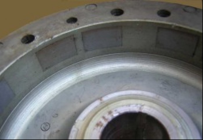 Przed ponownym montazem sprawdzamy czy do kola magnesowego nie dostaly sie opilki lub drobne metalowe przedmioty