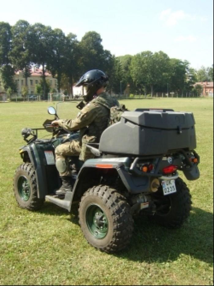 Quady w wojsku quad bombardier tyl