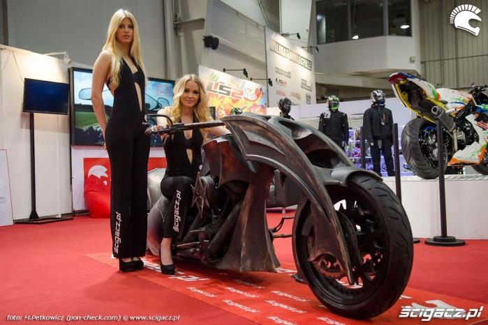 Behemoth bike hostessy
