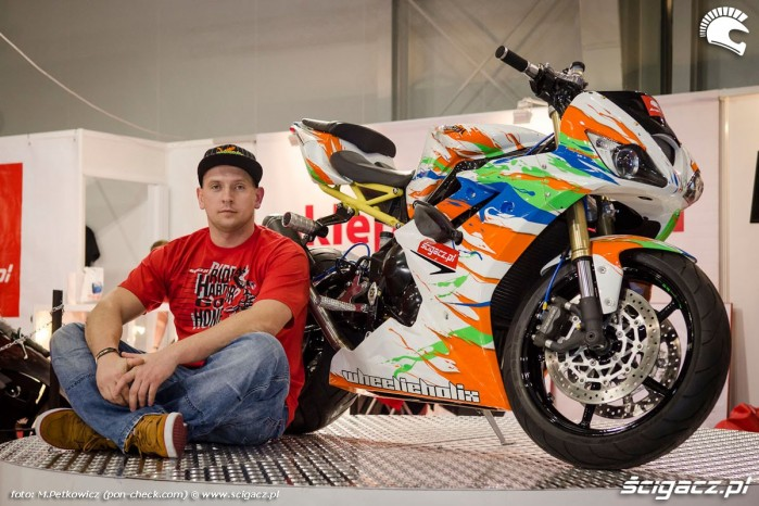 Beku ze swoim motocyklem