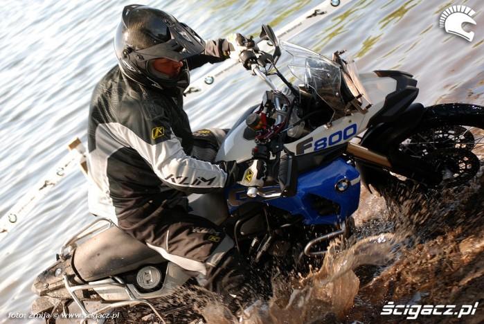 F800 GS walka w jeziorze