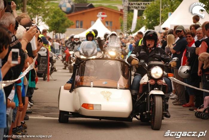Motocykl z koszem parada