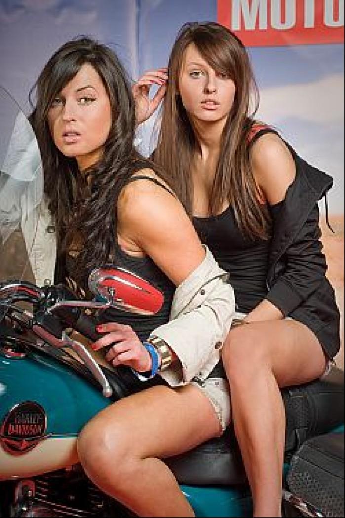 dziewczyny hotstesy motocykl harley m