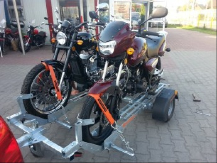Przewoz motocykli na przyczepie