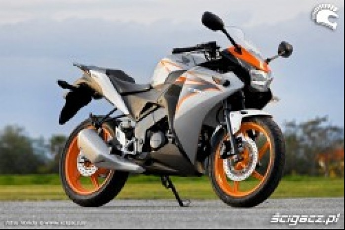 Honda CBR125 2011 prawy profil