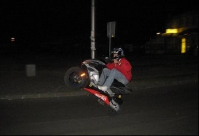 SR wheelie