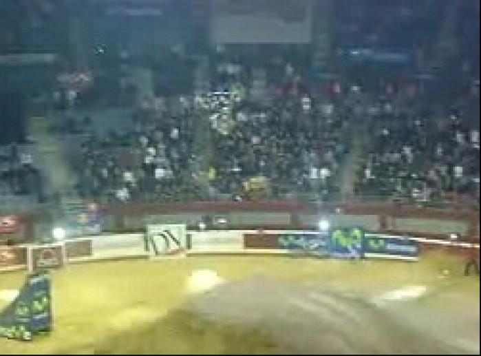 Cam Sinclair backflip w San Sebastian