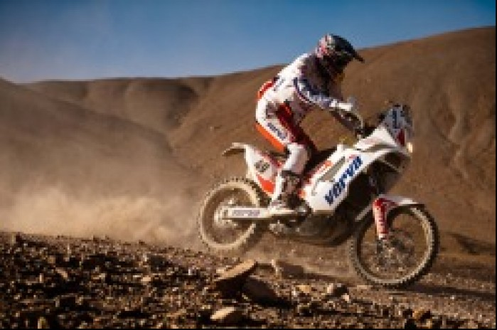 dakar motocykl przez pustynie