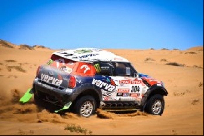 samochod pustynia