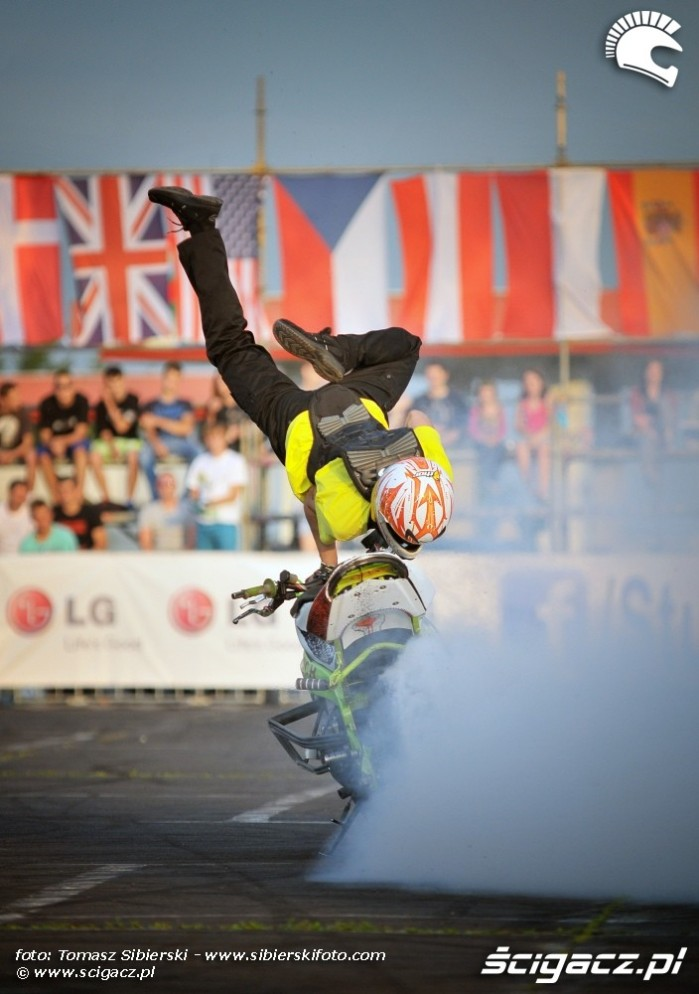 Handstand Stunt GP 2013