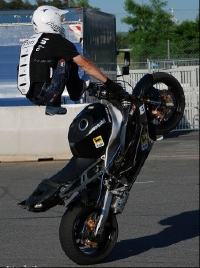 Akrobacje na motocyklu Lukasz FRS