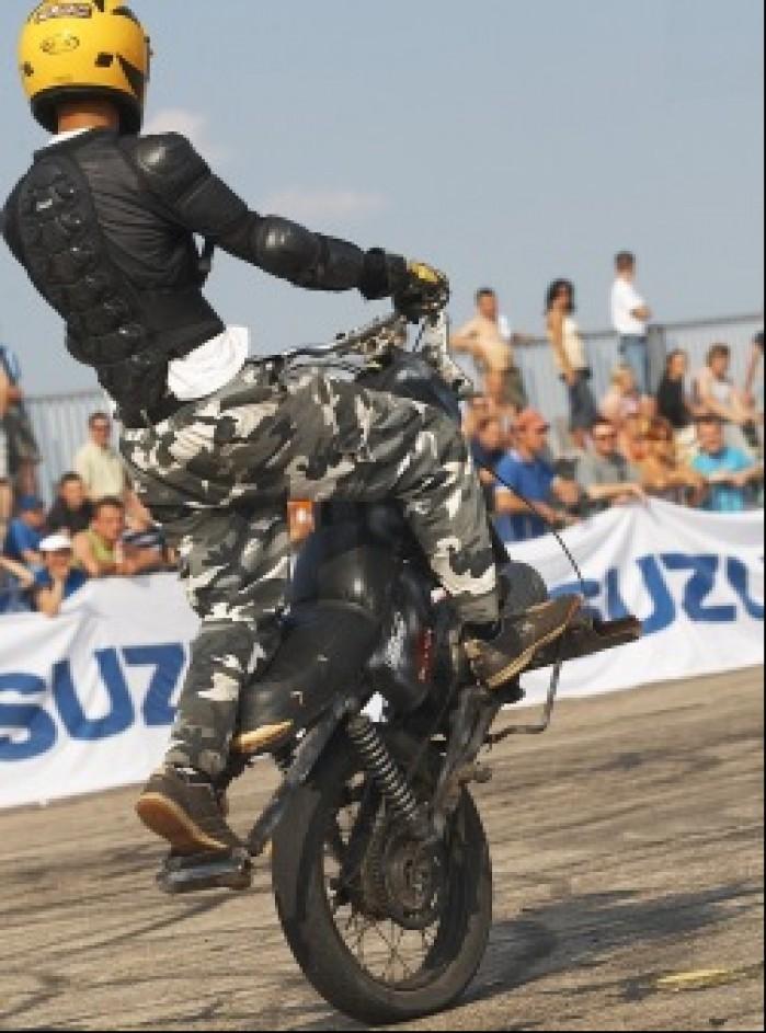sebasti szrot team no wheelie wheelie