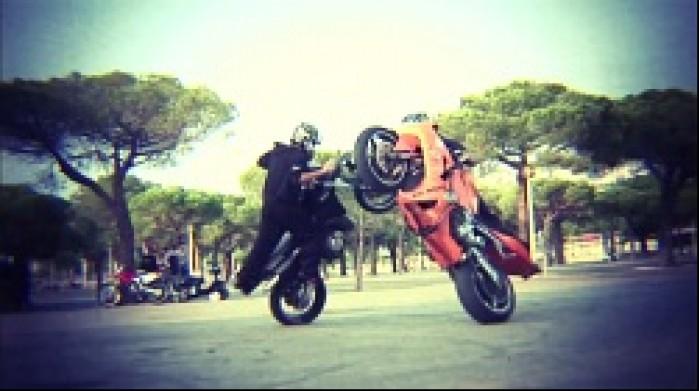 pokaz dwa motocykle