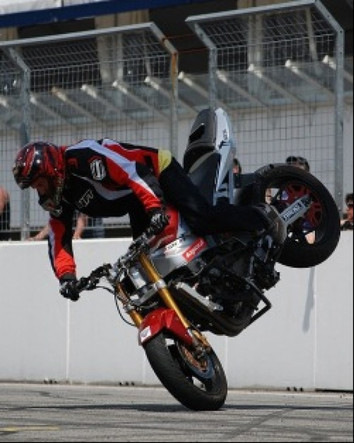 Stunt Stoppie Stunter13