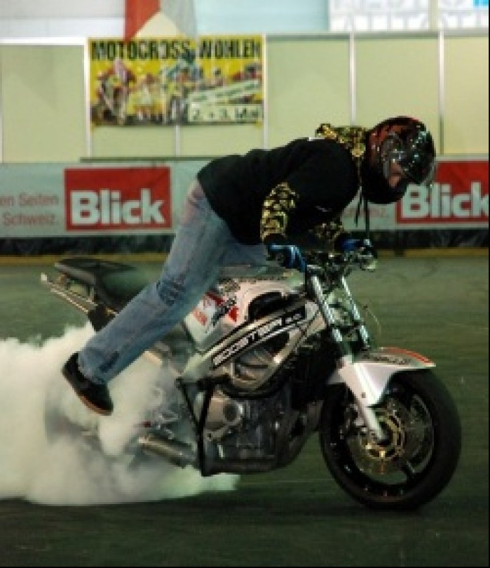 Stunter13 Burnout Freestyle Indoor Zurich relacja