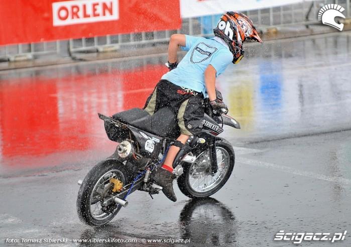 Drift w deszczu