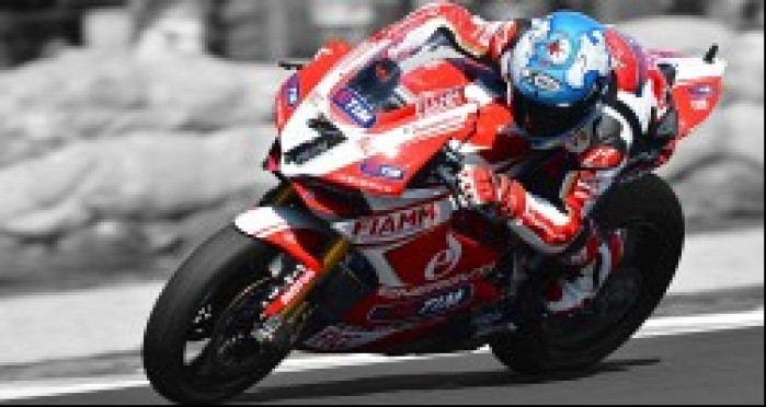 Carlos Checa na motocyklu