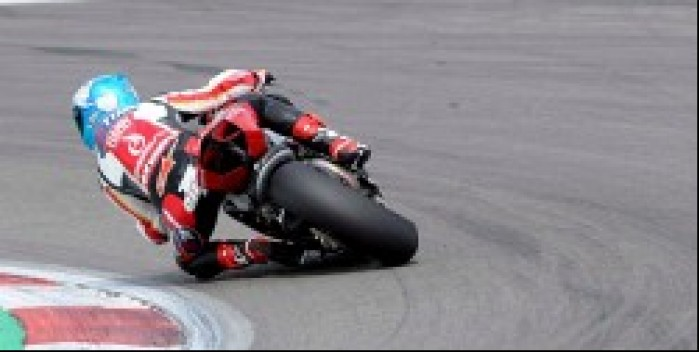 Carlos Checa na motocyklu Nurburgring
