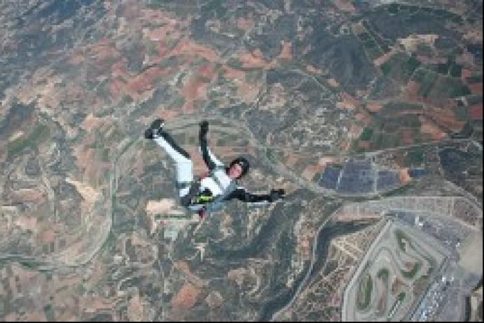 Carlos Checa skoki spadochronowe