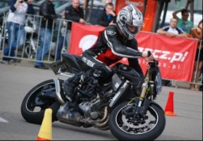 Tor przeszkod jazda motocyklem
