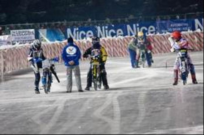 przed startem ice racing cup sanok 2010b mg 0004