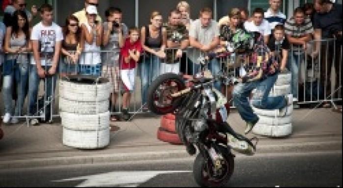 Stunt show Street Racing