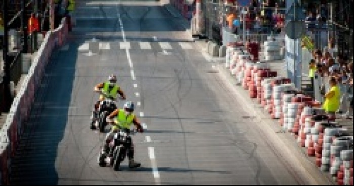 Wyscig Supermoto na Street Racing