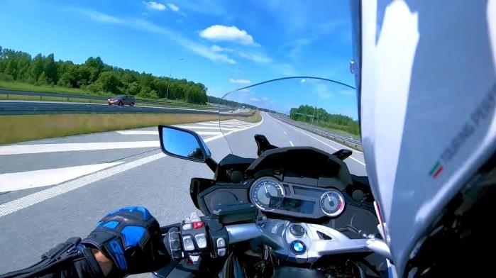 BMW K1600 Grand America on board