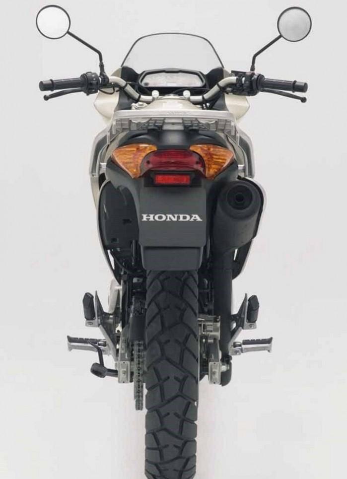 Honda Varadero 125 tyl