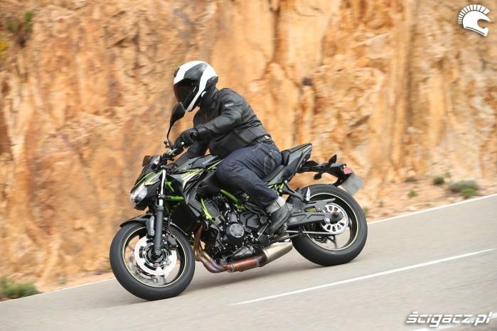 07 Kawasaki Z650 2020 sciana