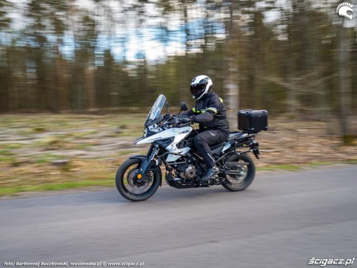 05 Suzuki VStrom 10150 32 prosta2
