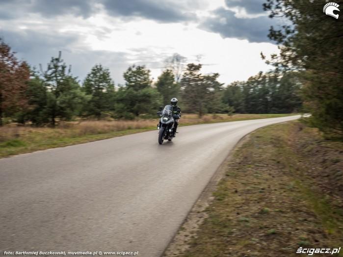06 Suzuki VStrom 10150 39 droga