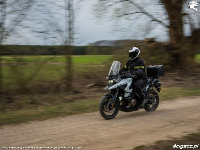 09 Suzuki VStrom 10150 44 polna