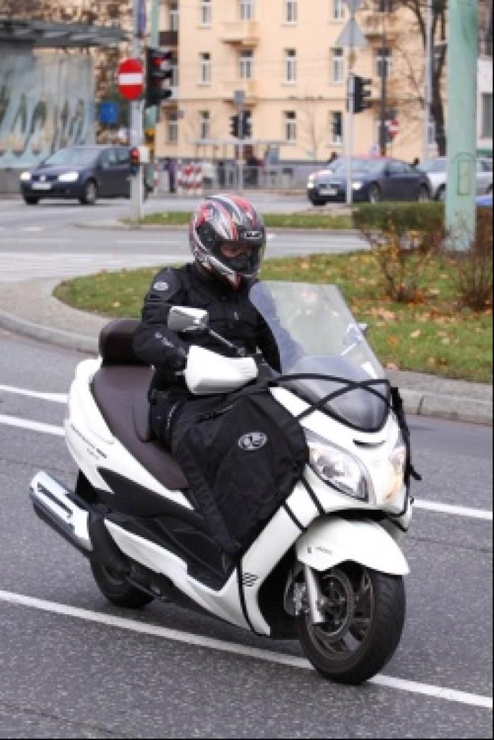 Burgman 400 Suzuki jazda po miescie