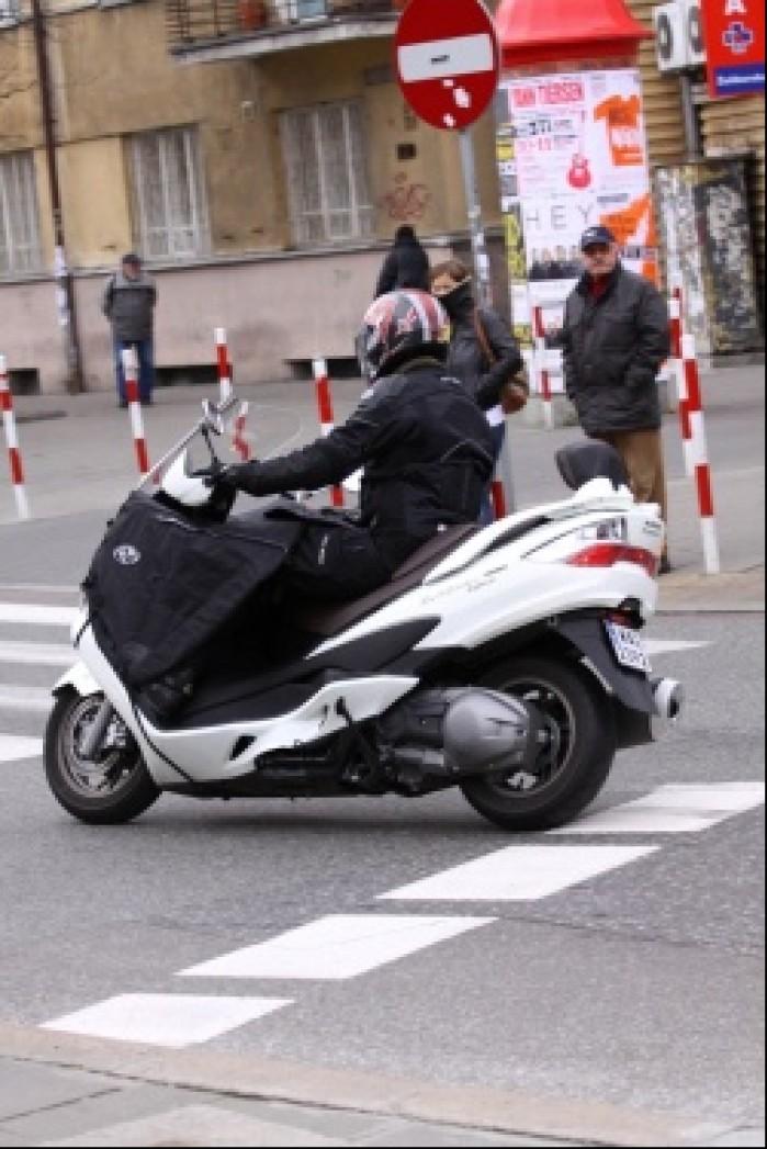 Burgman 400 Suzuki na pasach