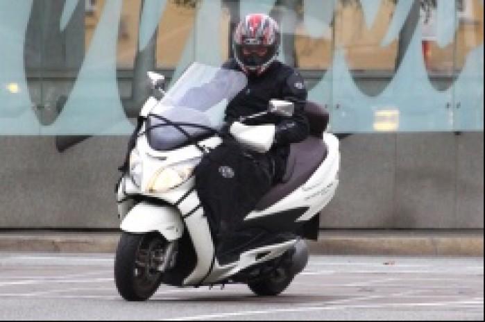 Burgman 400 Suzuki na ulicy