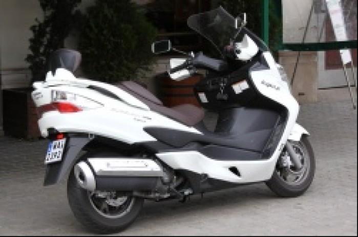 Burgman 400 Suzuki od prawej