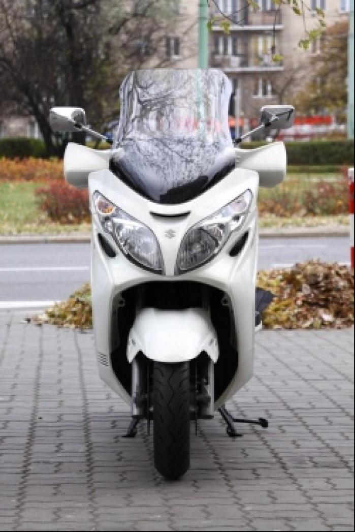 Burgman 400 Suzuki od przodu