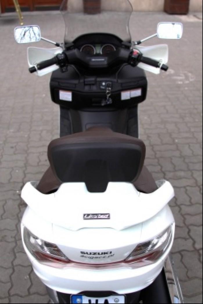 Burgman 400 Suzuki od tylu