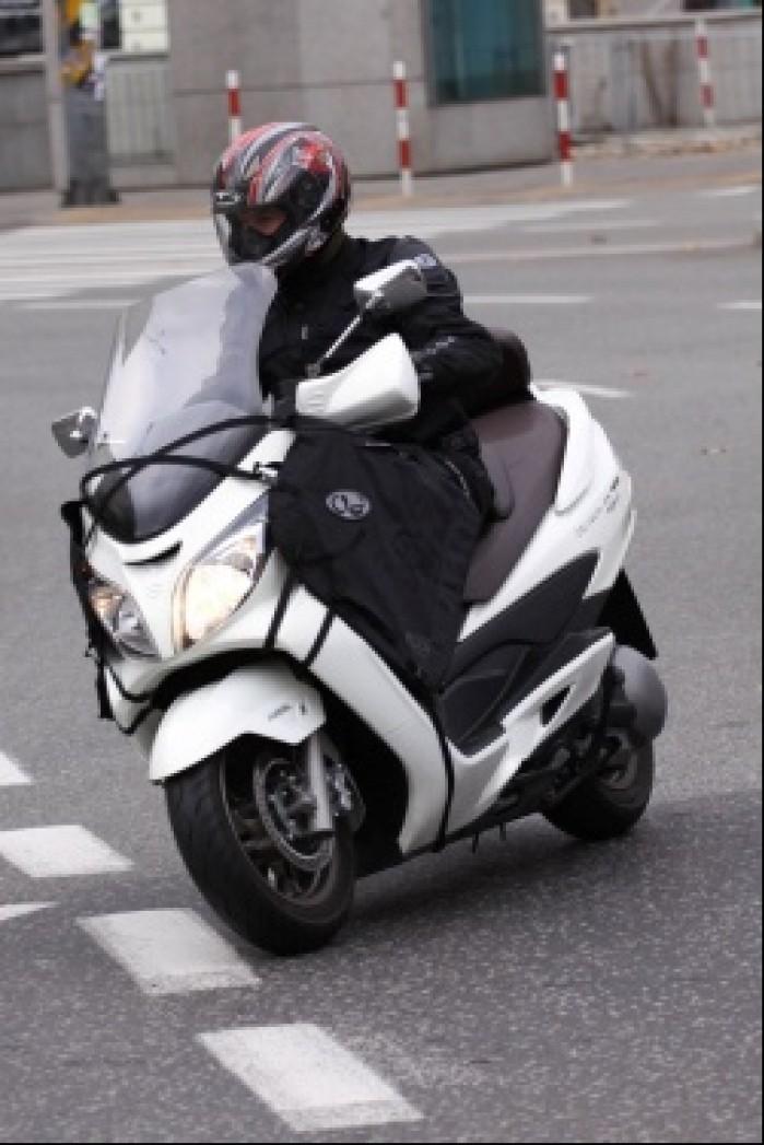 Burgman 400 Suzuki w ruchu ulicznym
