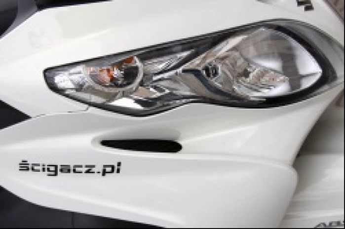 Suzuki Burgman 400 lampa przednia