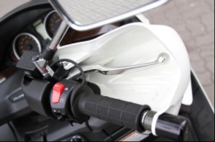 Suzuki Burgman 400 prawa koncowka kierownicy