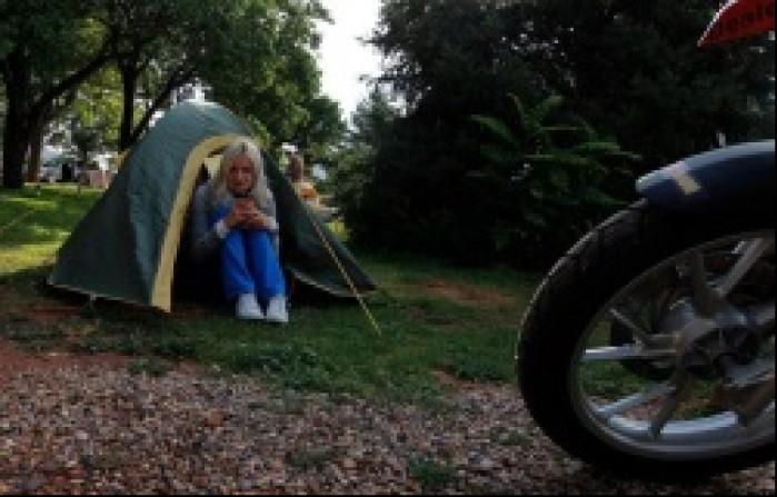 pod namiotem sniadanie