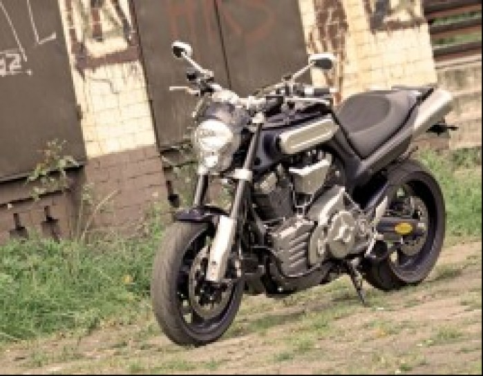 Yamaha MT01 lewy przod