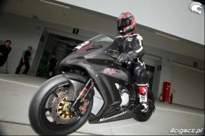 Kawasaki ZX10R 2011 1