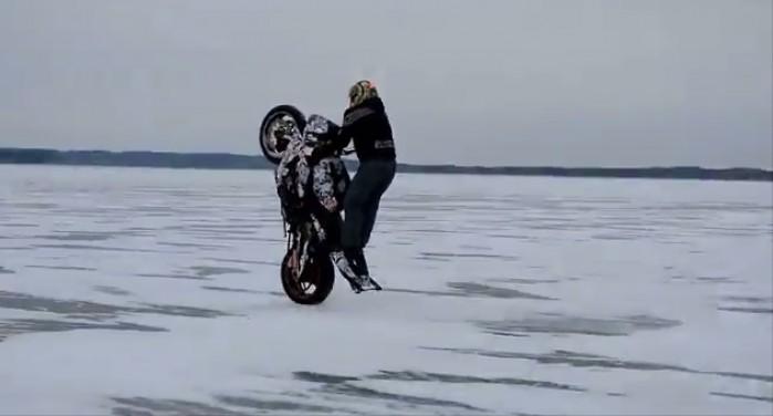 stunt na lodzie