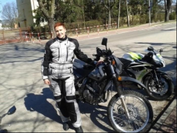 Kasia ze swoim Suzuki