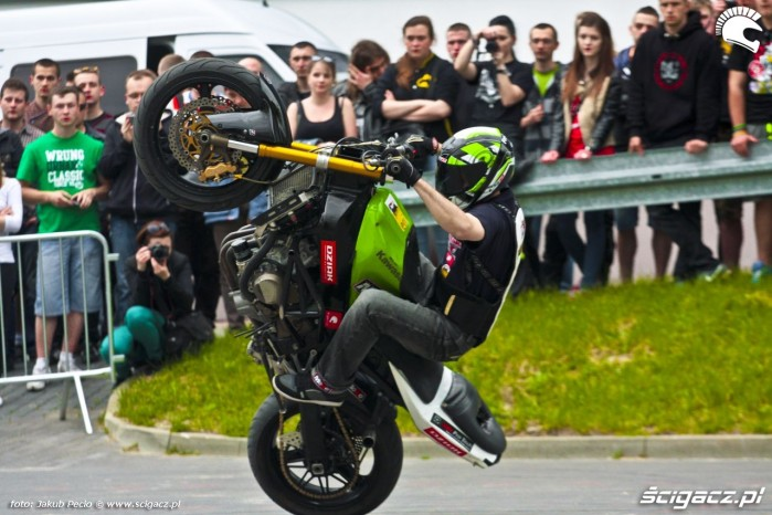 Kamil FRS i cyrkle na siedzaco Moto Show 2014